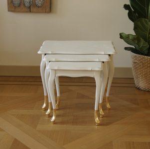 Vintage tafeltjes met gouden voet