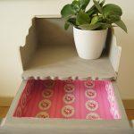 Handgemaakt meisjes kastje in stoer leigrijs met rozen. detail 3