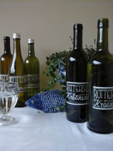 Upcycling van wijnfles met tekst