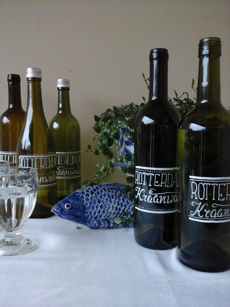 Handlettering wijnflessen