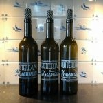 Upcycling wijnfles met handlettering: Rotterdams Kraanwater